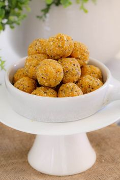 Super easy and healthy Apricot, Coconut & Chia Balls - the perfect kid-friendly lunch box snack! Just 10 minutes prep time and completely no-bake. mix, roll and eat! Hidden Vegetables, Healthy Vegetables, Vegetarian Main Meals, Australian Food, Lunch Box Recipes, Delicious Desserts, Raw Desserts, Kids Meals, Bliss Balls