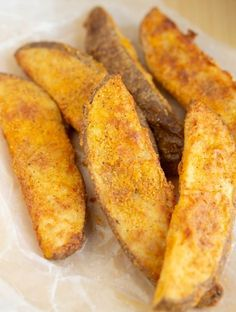 These Copycat KFC Potato Wedges are made in the Air Fryer! They are perfectly seasoned and the perfect side dish to your favorite meal. I've provided full step by step instructions so you can make a healthier version of these copycat KFC fries. Air Fryer Recipes Potatoes, Air Fryer Oven Recipes, Air Frier Recipes, Air Fryer Dinner Recipes, Air Fryer Recipes Vegetables, Recipes For Airfryer, Air Fry Potatoes, Air Fryer Recipes Wings, Deep Fryer Recipes