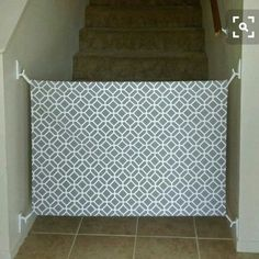 Safety tips for the correct decoration of the nursery - Kinder Zimmer - Baby Diy Diy Dog Gate, Diy Baby Gate, Pet Gate, Baby Decoration, Room Decorations, Baby Gate For Stairs, Stair Gate, Staircase Gate, Dog Stairs