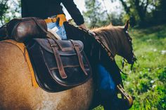Comancheros' the original horse saddlebag. Made with a precious italian leather , selected by Comancheros. All Saddlebags are 100% waterproof and handmade.