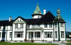 Norway House, Norwegian Style, Beautiful Norway, Villas, The Past, Castle, Mansions, Country, Viajes