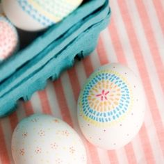 Give your Easter eggs a personal touch this season by hand drawing simple patterns. Simple, gorgeous & unique!