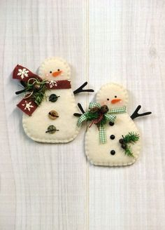 46 How to Make DIY Rustic Felt Christmas TreesLet's have a peek at some cool suggestions to try all these ornaments are easily made by you of felt, no distinctive instructions needed. Felt Christmas Decorations, Felt Christmas Ornaments, Handmade Ornaments, Christmas Snowman, Winter Christmas, Handmade Christmas, Ornaments Ideas, Snowman Ornaments, Beaded Ornaments