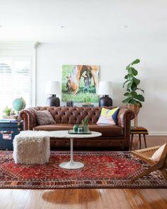 sofa chesterfield braun klassisch pflanzen runder couchtisch