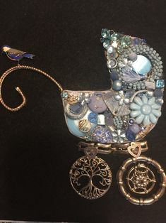 Costume Jewelry Crafts, Vintage Jewelry Crafts, Recycled Jewelry, Vintage Jewellery, Jewelry Christmas Tree, Jewelry Tree, Christmas Trees, Diy Jewelry, Christmas Crafts