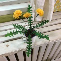 Maskrosblomma av garn och målartejp Real Flowers, Plants, Diy, Threading, Bricolage, Do It Yourself, Plant, Homemade, Diys