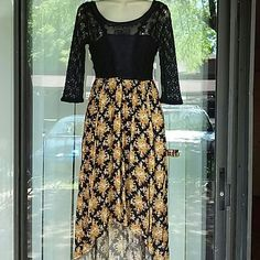 Free people beautiful dress Worn few times. Top putt is lace and chiffon, lined,label 0 but fit S too Free People Dresses