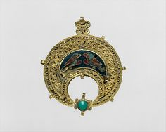 Crescent-Shaped Pendant with Confronted Birds, 11th century, Egyptian. The Metropolitan Museum of Art, New York. Theodore M. Davis Collection, Bequest of Theodore M. Davis, 1915 (30.95.37)