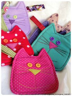 Ideas Sewing Patterns Free Kitchen Mug Rugs For 2019 Mug Rug Patterns, Potholder Patterns, Sewing Patterns Free, Quilting Projects, Sewing Projects, Quilted Potholders, Christmas Crafts To Make, Cat Quilt, Clothes Crafts