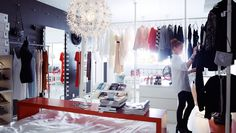IKEA Österreich, Inspiration, Schlafzimmer, STOLMEN Eckgarderobe, MALM Kommode, RIGGA Garderobenständer, BESTÅ Rega, HOVET Spiegel