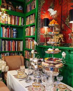 Topping tea from The Duchess of state Interior Styling, Interior Decorating, Interior Design, Antique Decor, House 2, High Tea, Afternoon Tea, Old Houses, Tablescapes
