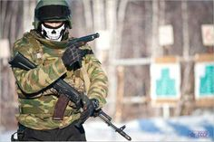 Russian Spetsnaz member armed with AK74m assault rifle and Stechkin machine pistol. Army Gears, Military Special Forces, War Dogs, Assault Rifle, Armed Forces, Squad, Police, Guns, Ak 47