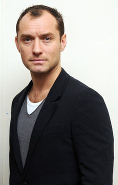 Jude Law Photos - Jude Law attends the launch of 'Peace One Day's Global Truce' 2012 Student Campaign at the University Of London Union on February 27, 2012 in London, England. - Jude Law Photos - 1744 of 4381