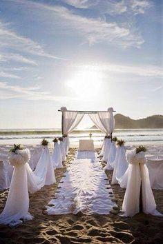 Beautiful beach aisle ....... I would love to walk down here