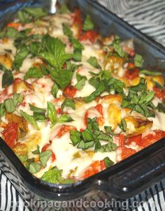 Here is a simple Italian chicken recipe, made with chicken breast, tomato, artichoke and mozzarella cheese, which is a perfect meal for those busy weeknights.