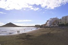 Teneriffa ist wie eine Wundertüte der Natur, eine Insel der Kontraste. Jeder kann hier seinen individuellen Urlaub verbringen – Sonnenbaden im Meer,  Schneevergnügen auf dem Teide-Gipfel, urbanes Stadtflair oder abgeschiedene Dörfer in wildromantischer Bergkulisse erleben....http://welt-sehenerleben.de/Archive/3825/insel-teneriffa-kontrastreiches-wunder-der-natur/ #Teneriffa #Kanaren #Spanien #Strand #Sonne #Meer #Reisen #Urlaub #Insel