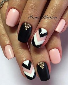 The advantage of the gel is that it allows you to enjoy your French manicure for a long time. There are four different ways to make a French manicure on gel nails. Crazy Nails, Fancy Nails, Love Nails, Fancy Nail Art, Fabulous Nails, Gorgeous Nails, Pretty Nails, Em Nails, Pink Nails