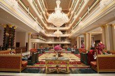 The Mardan Palace Hotel Antalaya in Turkey is currently rated amongst the most luxurious in the world. / El Mardan Palace Hotel Antalaya en Turquía actualmente esta en el top de los hoteles más lujosos del mundo.