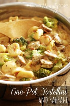 This Creamy One Pot Tortellini with Sausage is a delicious meal that whips up in less than 30 minutes. The seasonings in the sauce make it so flavorful! This One Pot Tortellini is a great meal for … Pot Pasta, Pasta Dishes, Food Dishes, Main Dishes, Sausage Tortellini, Tortellini Recipes, Chicken Sausage, Tortellini Pasta, Pork Recipes