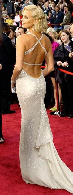 """2003 CHARLIZE THERON walking the red carpet shortly before her Oscar win for her performance in the movie """"Monster""""  in her beautiful Gucci gown"""