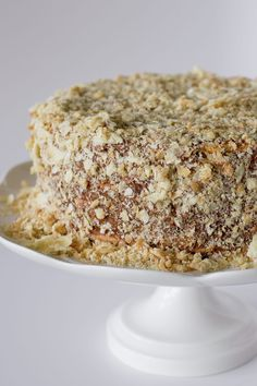 This is the most traditional cake in Chile, layers of thin crispy dough almost cookie like and dulce de leche. Cake Recipes, Dessert Recipes, Desserts, Baking Recipes, Thousand Layer Cake, Chilean Recipes, Chilean Food, Cake Vegan, Mille Feuille