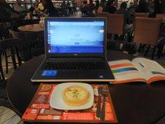 Foto do meu ambiente de trabalho para não acharem que eu só vivo na praia kkkkkkkkkkkkk #java #web #programming #work #html #javascript #homeoffice