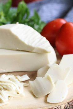 Make the best homemade vegan mozzarella in a blender with this quick and easy vegan cheese recipe! This cashew based recipe requires no cooking and it slices, melts and shreds beautifully! Easy Vegan Cheese Recipe, Recipes With Mozzarella Cheese, Queso Mozzarella, Dairy Free Cheese, Cashew Cheese, Vegetarian Greek Recipes, Vegan Recipes, Vegan Foods, Vegan Dishes
