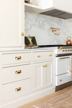 Kitchens Cabinet Hardware Placement Guide - Studio McGee The 411 on Natural Colic Remedies Any paren Studio Mcgee, Kitchen Cabinet Hardware, Kitchen Cabinets, Kitchen With Brass Hardware, Kitchen Stove, Shaker Cabinets, Kitchen Design, Kitchen Decor, Home Renovation