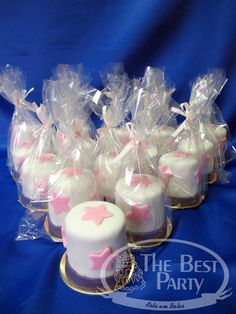Mini Bolos Individual Wedding Cakes, Baby Cakes, Desserts, Food, Art Cakes, Sweets, Mini Pastries, Kinky Hair, Conch Fritters