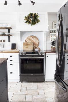 Gorgeous farmhouse kitchen inspiration (1)