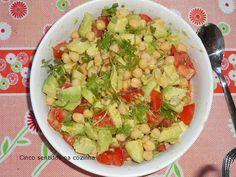 Cinco sentidos na cozinha: Salada de grão com abacate e tomate