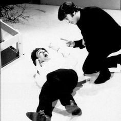 Gotta love The Beatles - Paul McCartney, John Lennon, funny picture Foto Beatles, Beatles Funny, Beatles Love, Les Beatles, Beatles Photos, Liverpool, Great Bands, Cool Bands, Pyramus And Thisbe