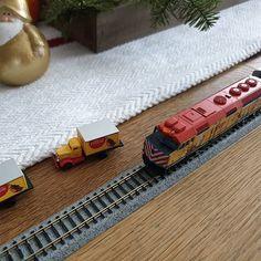 @Lionel_Trains Nordpol Express unterm Baum ist klar. Mindestens genau soviel Spass macht der @KatoUSAInc Operation North Pole Christmas Train um den Adventskranz. Mit dem Mobile oder iPad steuerbar. Den Jungs gefällts. $UNP $KO #holidayseason