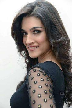 Indian Bollywood Actress, Indian Actress Hot Pics, Bollywood Girls, Beautiful Bollywood Actress, Beautiful Actresses, Bollywood Fashion, Bollywood Saree, Beautiful Girl Indian, Most Beautiful Indian Actress