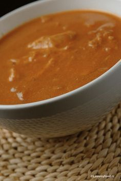 Crockpot: romige tomatensoep met kip - LoveMyFood Crockpot creamy chicken and tomato soup paleo lunch nederlands Crock Pot Slow Cooker, Slow Cooker Recipes, Paleo Recipes, Soup Recipes, Crockpot Meals, Cup Of Soup, Creamy Chicken, Food Videos, Indian