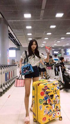 CLC - Eunbin feet r/kpopfeets Kpop Girl Groups, Kpop Girls, Korean Girl, Asian Girl, My Girl, Cool Girl, Famous Models, Clc, Korean Model
