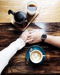 5 Romantic Ways to Show a Coffee Lover How You Feel - Perfect Daily Grind Coffee Break, Coffee Time, Morning Coffee, Coffee Coffee, Coffee Mornings, Coffee Maker, Tostadas, Woman Meme, Coffee Facts