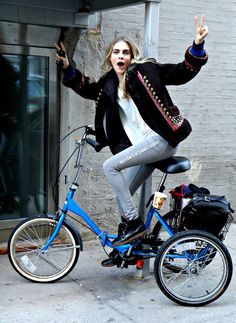 Cara Delavingne. I Like her bike.