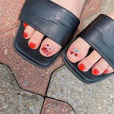 ไอเดียเพ้นท์เล็บเท้าสดใส ดูเซ็กซี่ขี้เล่นแบบสาวเกาหลี IG ddowa_nail Toe Nail Art, Toe Nails, Saints Row, Nail Designs, Nail Polish, Universe, Finger Nails, Nail Manicure, Feet Nails