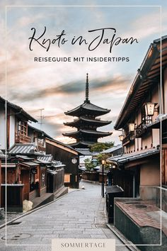 Es gibt in Kyoto so unfassbar viele Sehenswürdigkeiten, dass man im ersten Moment keine Ahnung hat, wo man beginnen soll. Damit dir die Reiseplanung leichter fällt, verraten wir dir in diesem Artikel unsere Highlights und besten Tipps für Kyoto, Japan.    #japan #reisetipps #kyoto #traveltips Kyoto Japan, Moment, Concept Art, Highlights, German, Instagram, Summer Days, Temples, Beautiful Places