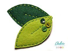 Broche de hojitas de fieltro verde de Andie Accesorios, ¡para que no se nos olvide el verde!