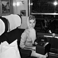 brigitte bardot, all dressed up with somewhere to go (she's off to madrid by train here), with a beautiful train case in tow.