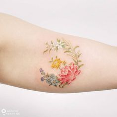 Flower Tattoos For Girls and Women: wildflower tattoo on arm; lotus tattoo on arm; floral tattoos, flower tattoos for women. Flower Bouquet Tattoo, Birth Flower Tattoos, Rose Tattoos, Body Art Tattoos, Girl Tattoos, Tattoo Flowers, Family Tattoos, Tatoos, Pretty Tattoos