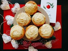 Christmas Muffins - with ginger, cinnamon and cream cheese Homemade Muffins, Yummy Food, Tasty, Cinnamon, Cheese, Cream, Breakfast, Christmas, Recipes