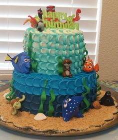 Finding Dory cake. Ombre pulled dot / pretty petal effect. Multi color pulled dot / pretty petal at the top to give more ocean effect.
