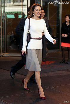 Queen Rania of Jordan fashion | 942086-queen-rania-of-jordan-leaves-her-hotel-637x0-2.jpg