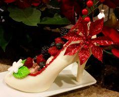 www.lamaisonrose.com.mx Deliciosa zapatilla de chocolate blanco con decoración navideña.