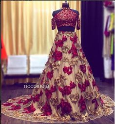 croptop indian Indowestern croptop skirt with tail for indian bride Indian Gowns Dresses, Indian Fashion Dresses, Indian Designer Outfits, Pakistani Dresses, Designer Dresses, Designer Wear, Pakistani Wedding Outfits, Indian Bridal Outfits, Wedding Lehnga