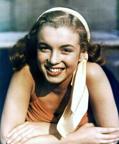 Respect is one of life's greatest treasures Joven Marilyn Monroe, Young Marilyn Monroe, Norma Jean Marilyn Monroe, Marilyn Monroe Photos, Messy Hair Up, Norma Jeane, Old Hollywood, American Actress, Movie Stars