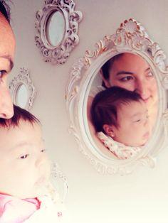A pequena e a mamãe